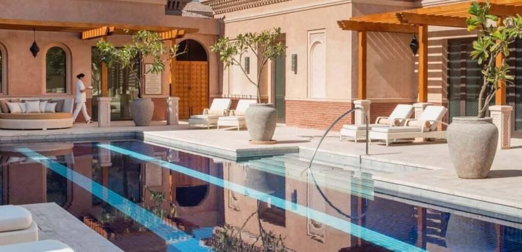Spa Guerlain Dubai vivir en español piscina