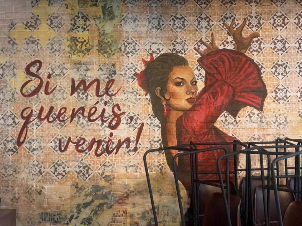 lola flores taberna vivir dubai español