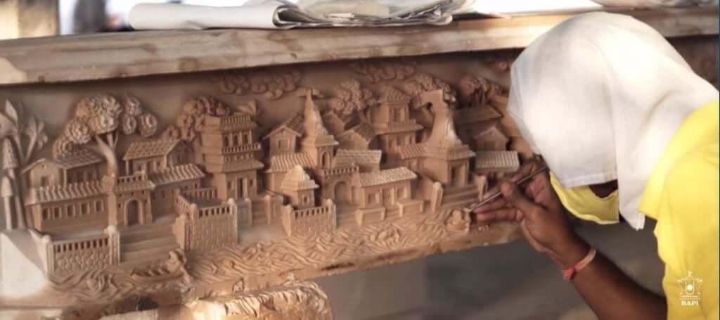 tallas a mano templo hindu emiratos