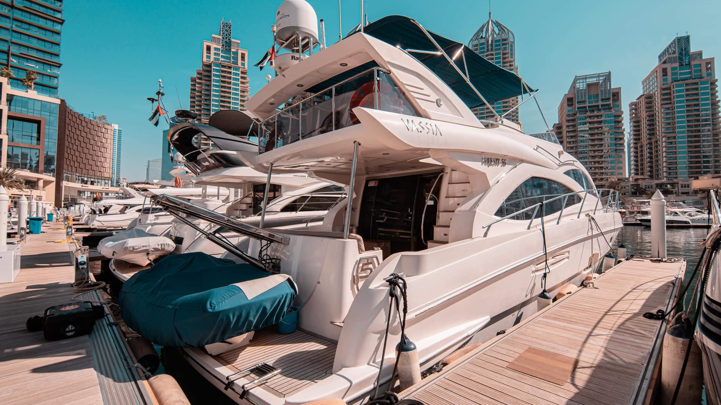 yate barco dubai emiratos