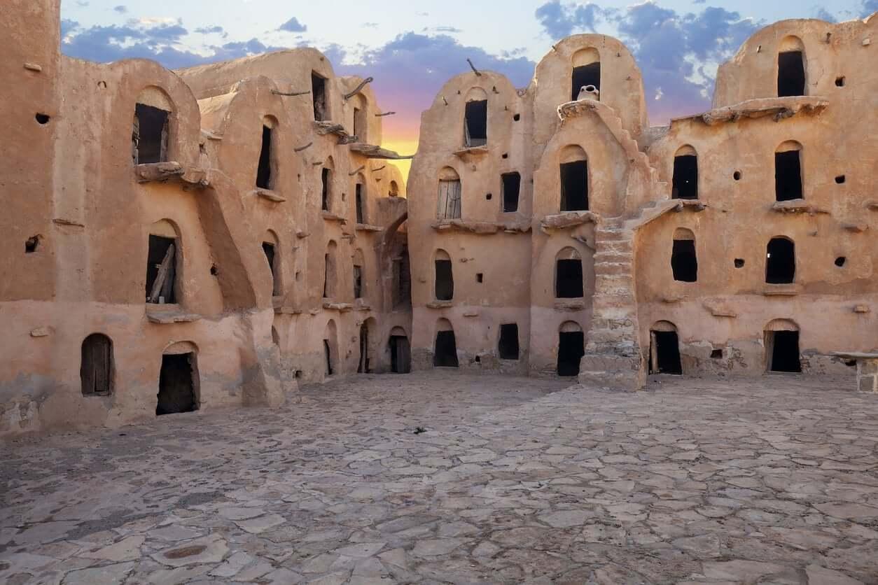 tunez visitar emiratos